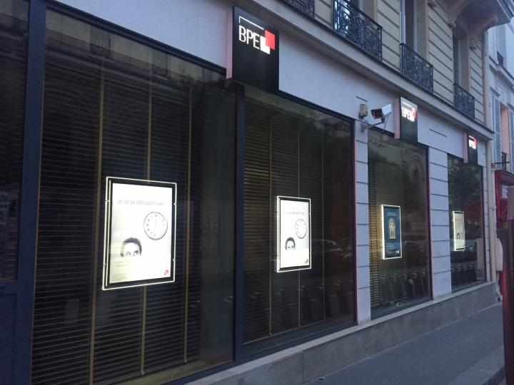 Porte affiche LED Spécial Banque
